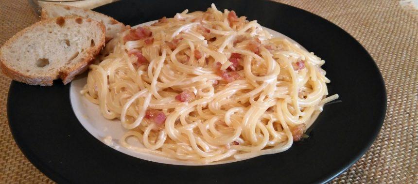 Espaguetis a la Carbonara-sin huevo